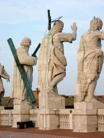Vatican City: Statues overlooking the entrance to St. Peter's Basilica