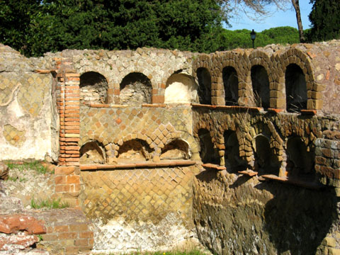 Ostia Antica: Niches for urns in the back wall of a tomb on the road to Ostia